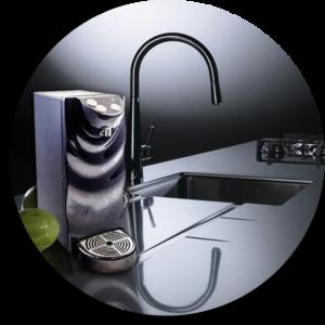 ambientazione cucina con impianto di trattamento acqua SorgenteMia H2Onda