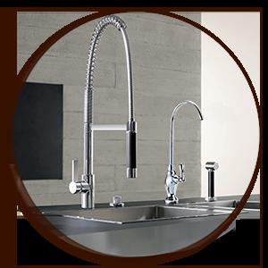 Il rubinetto a una via da collocare sopra al lavello per acqua filtrata e depurata